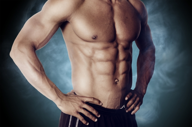 筋肉質な男性の腹筋