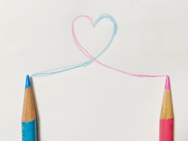 色鉛筆で描かれたハートマーク