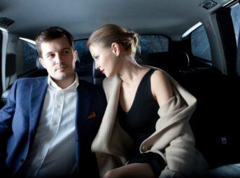 車の中でデート