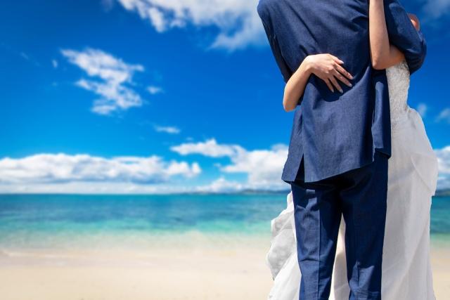 海辺でリゾートウェディング